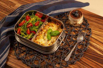 Edelstahl Bento Box mit Lasagne und Salat