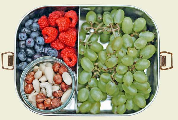 Edelstahl Bento Box mit Trauben und Nüssen