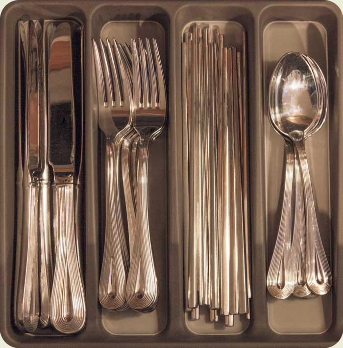 Besteckkasten mit Messer, Gabel, Essstäbchen und Löffel