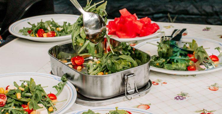 Edelstahl Brotdose mit Salat