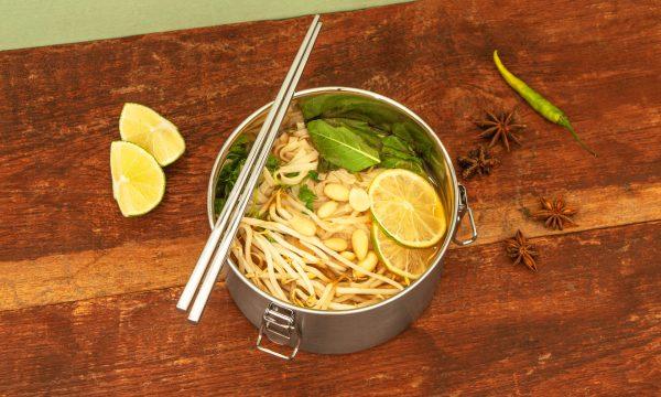 Lunchbox XL mit asiatischer Pho Suppe