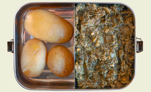 Lunchbox mit Grünkohl und Kartoffeln