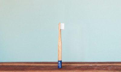 Runde Bambus Zahnbürste in blau für Kinder