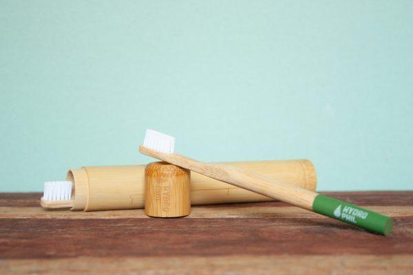 Bambus Etui mit Zahnbürsten